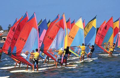 乘风破浪的帆船运动